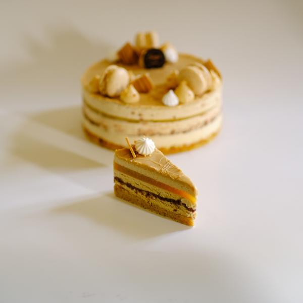 Jubileumi Karamellás Mogyorós tortaszelet